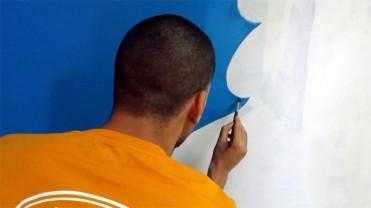 10 Μαΐου 2018. Ο Νίκος ζωγραφίζει έργο εμπνευσμένο από τον street artist Sonke.